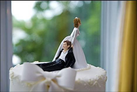 mariée-gateau-homme-tire