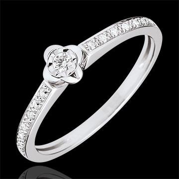 خاتم سوليتير إيكلوسيون ـ زهرة الفاوانيا ـ 0.03 قيراط ـ من الذهب الأبيض 18 قيراط