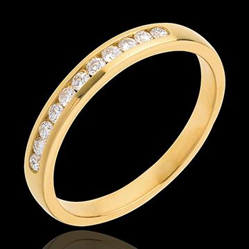 خاتم زواج من الذهب الأصفر 18 قيراط شبه مرصَّع ـ ترصيع سككي ـ 11 ماسة