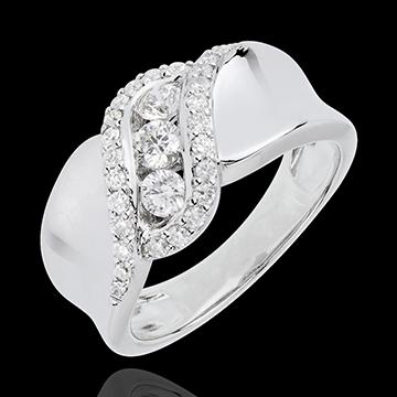 خاتم ثلاثي ديستني ـ شهرزاد ـ ذهب أبيض عيار 18 قيراط