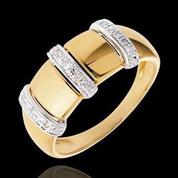 Hochzeit Ring Triade in Gelbgold - 9 Diamanten