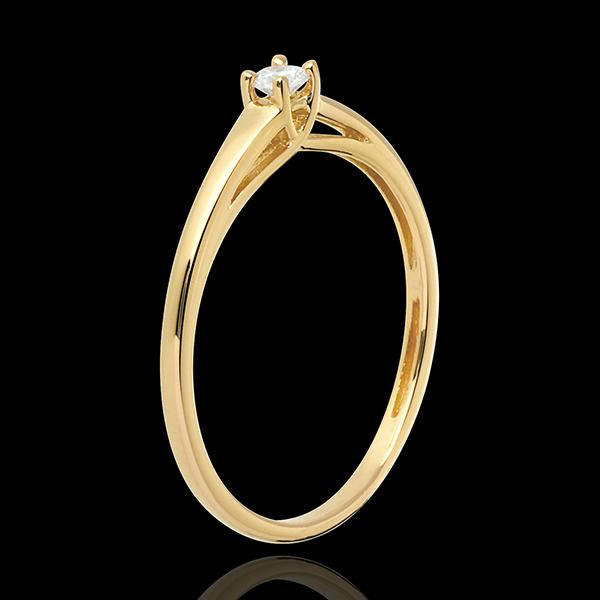 Esenţialul unui Solitaire încrustat în aur galben de 18K - 0.08 carate