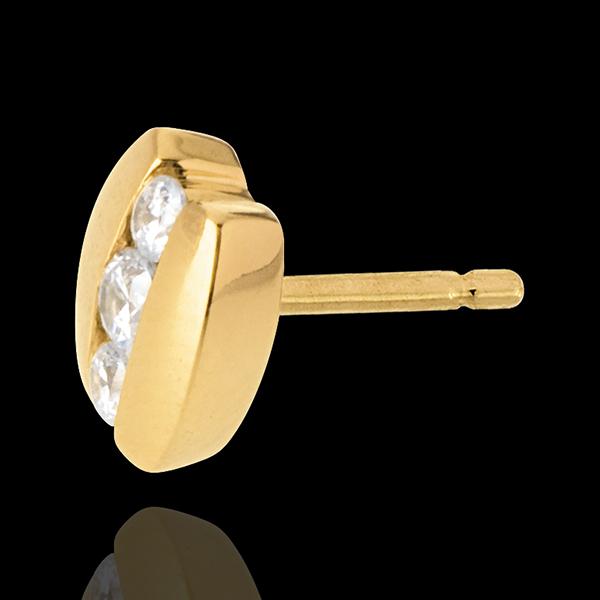 Kolczyki Drogocenne Gniazdo - Trzy diamenty w nawiasie - złoto żółte 18-karatowe - 0,23 karata - 6 diamentów