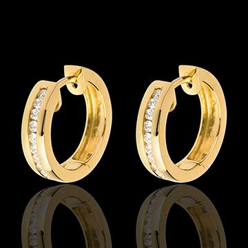Kolczyki koła z żółtego złota 18-karatowego z diamentami - oprawa kanałowa - 0,24 karata - 22 diamenty