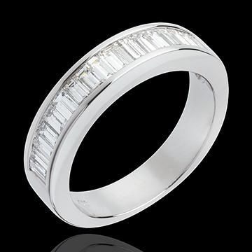 """Obrączka z białego złota 18-karatowego w połowie wysadzana diamentami - Diamenty o szlifie """"bagieta"""" w oprawie kanałowej. - 1 ka"""