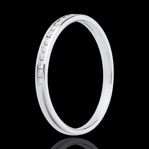 Obrączka z białego złota 18-karatowego w połowie wysadzana diamentami - oprawa kanałowa - 13 diamentów