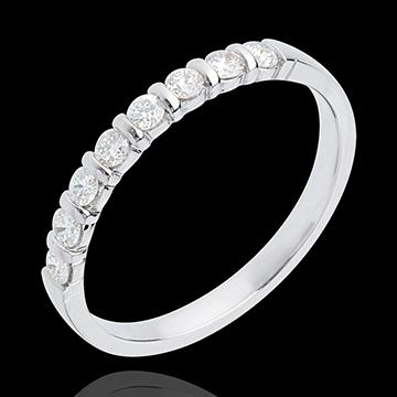 Obrączka z białego złota 18-karatowego w połowie wysadzana diamentami - oprawa sztabkowa - 0,3 karata - 8 diamentów