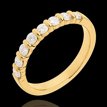 Obrączka z żółtego złota 18-karatowego w połowie wysadzana diamentami - oprawa sztabkowa - 0,5 karata - 8 diamentów