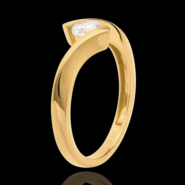 Pierścionek Drogocenne Gniazdo z jednym diamentem - Apostrof - złoto żółte 18-karatowe - 0,31 karata