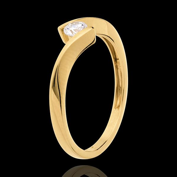Pierścionek Drogocenne Gniazdo z jednym diamentem - Apostrof - złoto żółte 18-karatowe - diament 0,16 karata