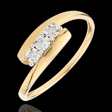 Pierścionek Drogocenne Gniazdo z potrójnym diamentem - Harmonia - złoto żółte 9-karatowe