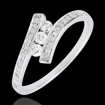 Pierścionek Drogocenne Gniazdo z trzema diamentami - Elyssa - złoto białe 9-karatowe
