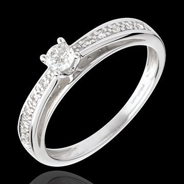 Pierścionek w kształcie łuku z białego złota 18-karatowego wysadzany diamentami, z jednym diamentem środkowym - diament 0,15 kar