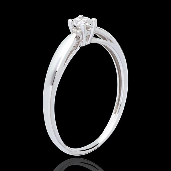 Pierścionek w kształcie trzciny z białego złota 18-karatowego z jednym diamentem - 0,14 karata