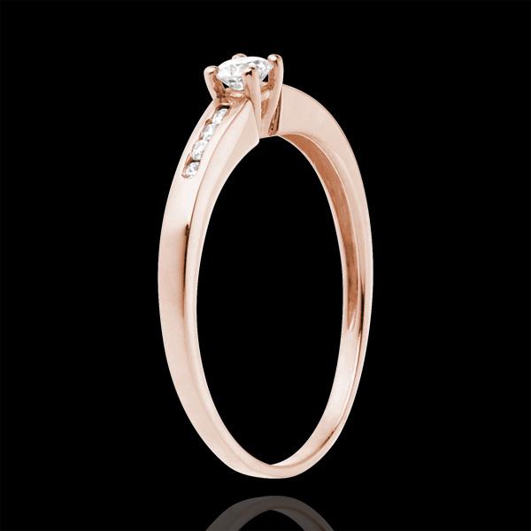 Pierścionek Oktawa z różowego złota 18-karatowego z jednym diamentem środkowym - diament 0,16 karata