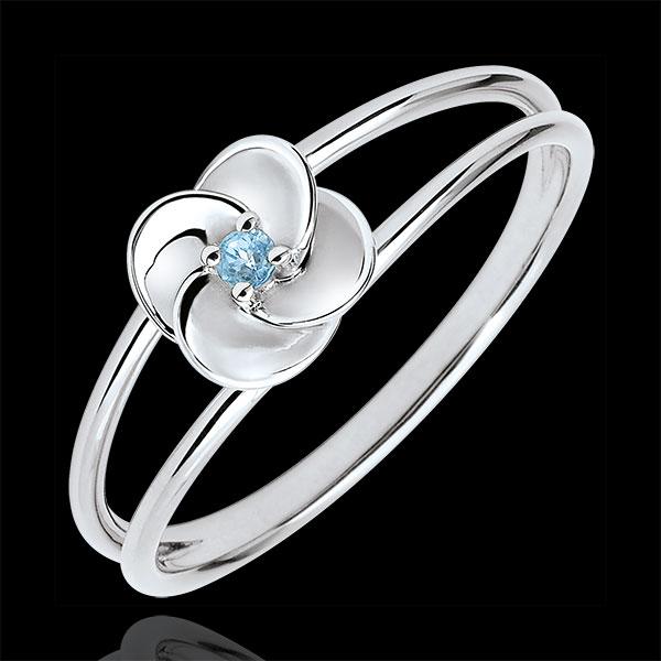 Pierścionek Rozkwit - Pierwsza Róża - złoto białe 9-karatowe i niebieski topaz