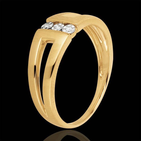 Pierścionek Selma z żółtego złota 18-karatowego z trzema diamentami w otoczeniu innych diamentów