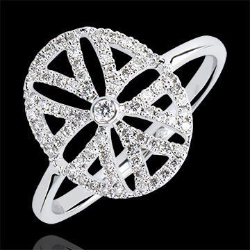 Pierścionek Świeżość – Arabeska – wariacja – białe złoto 18-karatowe z diamentami