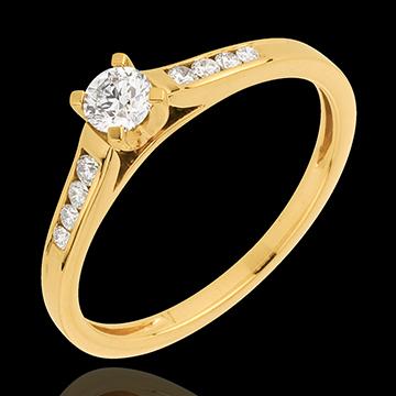 Pierścionek Wzniosłość z żółtego złota 18-karatowego z jednym diamentem - diament 0,20 karata