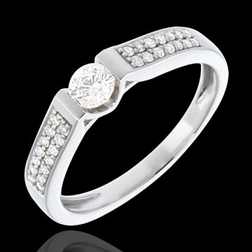 Pierścionek zaręczynowy Łuk z białego złota wysadzany diamentami, z jednym diamentem środkowym - 0,38 karata - 29 diamentów - zł