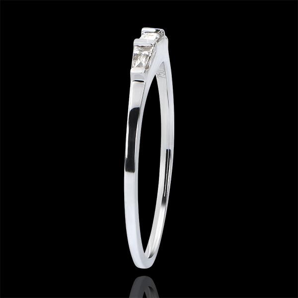Pierścionek zaręczynowy Pochodzenie – trzy rzędy diamentów Biela – białe złoto 9-karatowe i diamenty