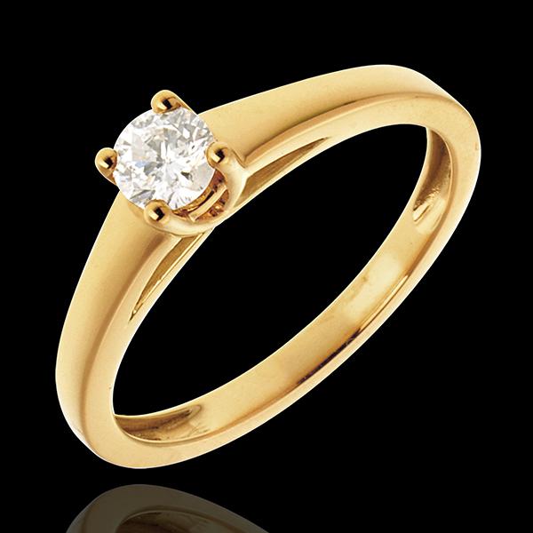 Podstawowa wersja pierścionka z jednym diamentem z 18-karatowego złota żółtego - 0,25 karata