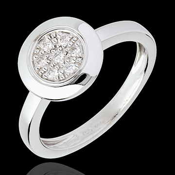 Button ring white gold