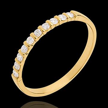 Trauring zur Hälfte mit Diamanten besetzt in Gelbgold - Krappenfassung - 10 Diamanten