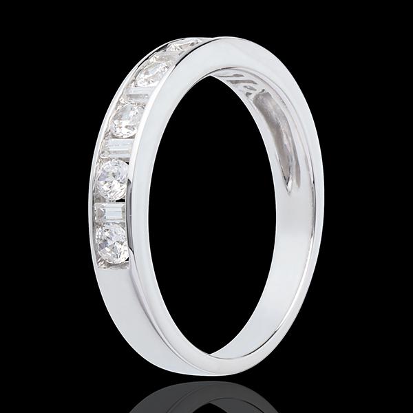 Trauring zur Hälfte mit Diamanten besetzt in Weissgold - Kanalfassung - 0.57 Karat - 13 Diamanten