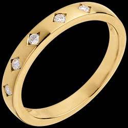 <a href=https://de.edenly.com/schmuck/trauring-diamantregen-gelbgold-diamanten,526.html><span class='nom-prod-slide'>Trauring Diamantregen in Gelbgold - 5 Diamanten</span><br><span>550 &#x20AC;</span></a>