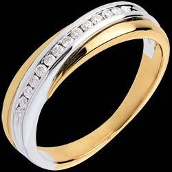 <a href=https://de.edenly.com/schmuck/trauring-semi-pave-weiss-und-gelbgold-kanalfassung,555.html><span class='nom-prod-slide'>Trauring Diamantenband in Weiss- und Gelbgold - Kanalfassung - 14 Diamanten</span><br><span>790 &#x20AC;</span></a>