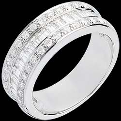 <a href=https://en.edenly.com/jewels/heiress-ring-white-gold-paved-carat-29-diamonds,537.html><span class='nom-prod-slide'>Ring Enchantment - Heiress - white gold paved - 0.88 carat - 44 diamonds</span><br><span class='prixf'>£ 2209</span> (-49%) </a>