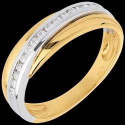 <a href=https://de.edenly.com/schmuck/trauring-semi-pave-weiss-und-gelbgold-kanalfassung,523.html><span class='nom-prod-slide'>Trauring Diamantenband in Weiss- und Gelbgold - Kanalfassung - 16 Diamanten</span><br><span>1220 &#x20AC;</span></a>
