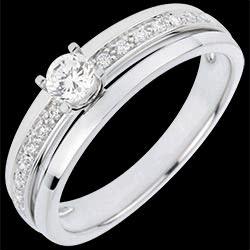 <a href=https://es.edenly.com/joyas/anillo-solitario-mi-reina,3055.html><span class='nom-prod-slide'>Anillo de compromiso Destino - Mi Reina - pequeño modelo - oro blanco - diamante 0.20 quilates</span><br><span class='prixf'>990 &#x20AC;</span> (-42%) </a>