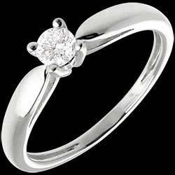 <a href=https://it.edenly.com/gioielli/solitario-ramoscello-oro-bianco-21-carati,52.html><span class='nom-prod-slide'>Solitario Ramoscello - Oro bianco - 18 carati - Diamante - 0.21 carati</span><br><span class='prixf'>640 &#x20AC;</span> (-46%) </a>