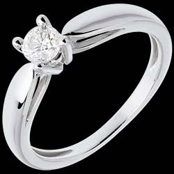 <a href=http://en.edenly.com/jewels/solitaire-tapered-ring-white-gold-carat,310.html><span class='nom-prod-slide'>Solitaire tapered ring white gold - 0.3 carat</span><br><span class='prixf'>£ 809</span> (-51%) </a>