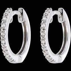 <a href=http://it.edenly.com/gioielli/orecchini-cerchio-semi-pave-oro-bianco-16-diamanti,201.html><span class='nom-prod-slide'>Orecchini a cerchio semi pavé oro bianco - 16 diamanti</span><br><span class='prixf'>SALDI: 250 &#x20AC;</span> (-49%) </a>