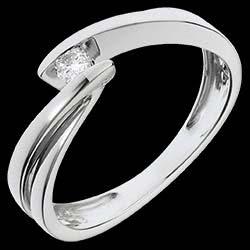 <a href=http://es.edenly.com/joyas/anillo-solitario-oro-blanco-ondina,1155.html><span class='nom-prod-slide'>Solitario Brillo Eterno - Ondina - oro blanco - 1 diamante: 0.07 quilates - 18 quilates</span><br><span class='prixf'>350 &#x20AC;</span> (-53%) </a>