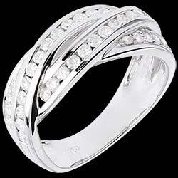 <a href=https://de.edenly.com/schmuck/ring-flechtwerk-weissgold-063-karat-38-diamanten,325.html><span class='nom-prod-slide'>Diamantring Schicksal - Flechtwerk - Weißgold - 0.63 Karat - 38 Diamanten - 18 Karat</span><br><span class='prixf'>1590 &#x20AC;</span> (-45%) </a>