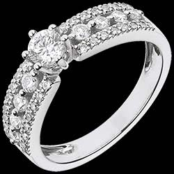 <a href=http://en.edenly.com/jewels/bejewelled-white-gold-tsarine-solitaire,1081.html><span class='nom-prod-slide'>Ring Destiny Solitaire - Tsarina - white gold - 0.28 carat diamond</span><br><span>£ 1699</span></a>