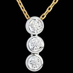 <a href=https://de.edenly.com/schmuck/collier-trilogie-sternschnuppe-weiss-und-gelbgold,246.html><span class='nom-prod-slide'>Diamant Collier Trilogie Sternschnuppe in Weiss- und Gelbgold - 3 Diamanten</span><br><span>810 &#x20AC;</span></a>