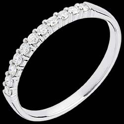 <a href=https://en.edenly.com/jewels/wedding-ring-white-gold-semi-paved-bar-prong-setti,569.html><span class='nom-prod-slide'>Half eternity ring white gold semi paved-bar prong setting - 11 diamonds</span><br><span class='prixf'>£ 419</span> (-43%) </a>