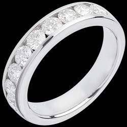 <a href=https://en.edenly.com/jewels/wedding-ring-white-gold-semi-paved-channel-setting,599.html><span class='nom-prod-slide'>Wedding ring white gold semi paved-channel setting - 1 carat - 9 diamonds</span><br><span class='prixf'>£ 1699</span> (-57%) </a>