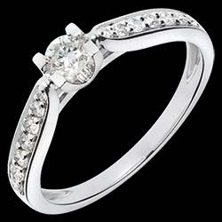 <a href=http://es.test.edenly.com/joyas/solitario-duquesa-oro-blanco-41-quilates-15-diamantes,1092.html><span class='nom-prod-slide'>Solitario Condesa oro blanco - 0.41 quilates - 15 diamantes</span><br><span class='prixf'>$ 959</span> (-49%) </a>
