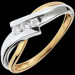 <a href=http://es.edenly.com/joyas/anillo-triologia-solfeo-oro-blanco-oro-amarillo-diamantes,1096.html><span class='nom-prod-slide'>Trilogía Brillo Eterno - Solfeo - oro blanco y amarillo - 3 diamantes - 18 quilates</span><br><span class='prixf'>540 &#x20AC;</span> (-35%) </a>