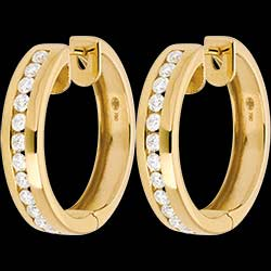 <a href=https://de.edenly.com/schmuck/creolen-gelbgold-043-karat-24-diamanten,205.html><span class='nom-prod-slide'>Diamanten-Creolen in Gelbgold - 0.43 Karat - 24 Diamanten</span><br><span class='prixf'>990 &#x20AC;</span> (-51%) </a>