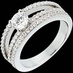 <a href=http://en.edenly.com/jewels/empire-solitaire-white-gold-paved-03-carat-67-diam,802.html><span class='nom-prod-slide'>Engagement Ring Destiny - Duchess - 0.5 carat diamond center - 67 diamonds</span><br><span class='prixf'>£ 3309</span> (-54%) </a>