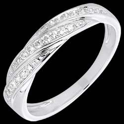 <a href=http://en.edenly.com/jewels/white-gold-and-diamond-precious-braid-ring,1545.html><span class='nom-prod-slide'>White Gold and Diamond Precious Braid Ring</span><br><span class='prixf'>£ 399</span> (-37%) </a>
