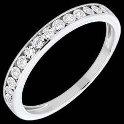 <a href=https://es.edenly.com/joyas/alianza-engastes-magicos-oro-blanco-diamantes,1551.html><span class='nom-prod-slide'>Alianza engastes mágicos oro blanco y diamantes</span><br><span class='prixf'>390 &#x20AC;</span> (-40%) </a>