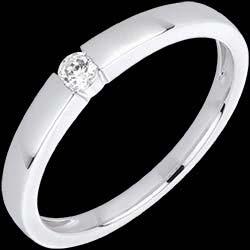 <a href=https://de.edenly.com/schmuck/diamant-ring-vera-weissgold,1558.html><span class='nom-prod-slide'>Diamantring Vera in Weißgold</span><br><span>760 &#x20AC;</span></a>